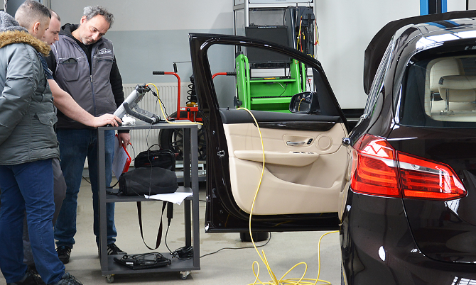 Service Technicians from the authorized BMW service centre tested in ECAP